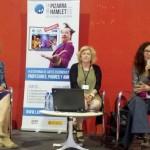 """María López Inchausti, Presidenta de ARES (derecha) y Ana Abán, Gerentede ARES (centro) presentando """"La Pizarra de Hamlet"""" . en la Feria de Huesca"""